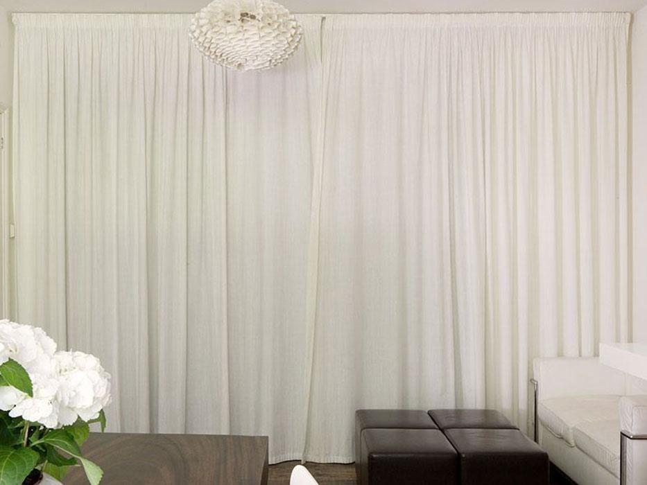 Простые белые шторы