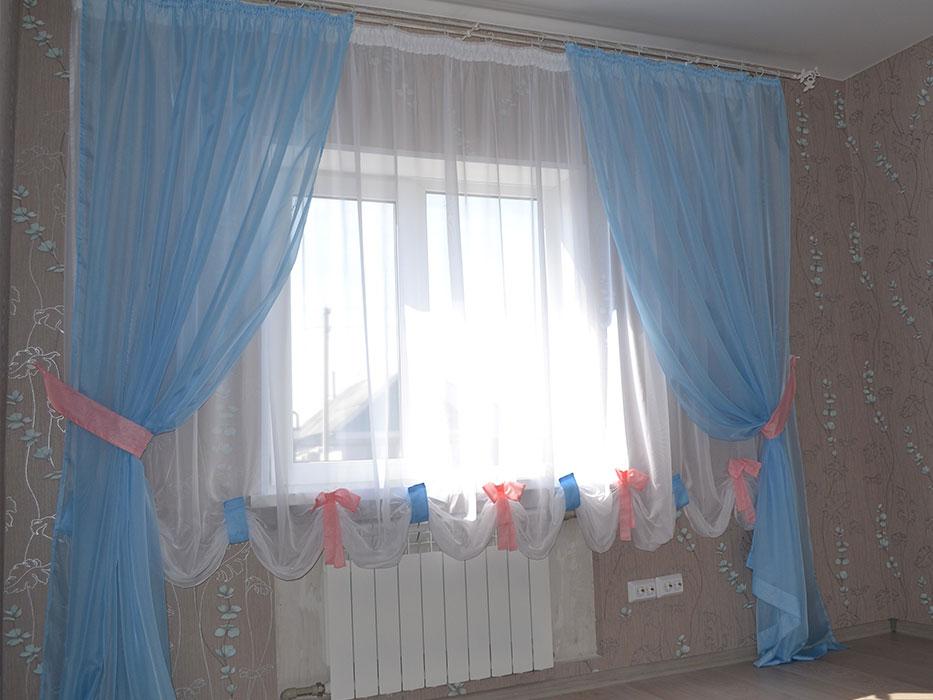 Голубые простые шторы