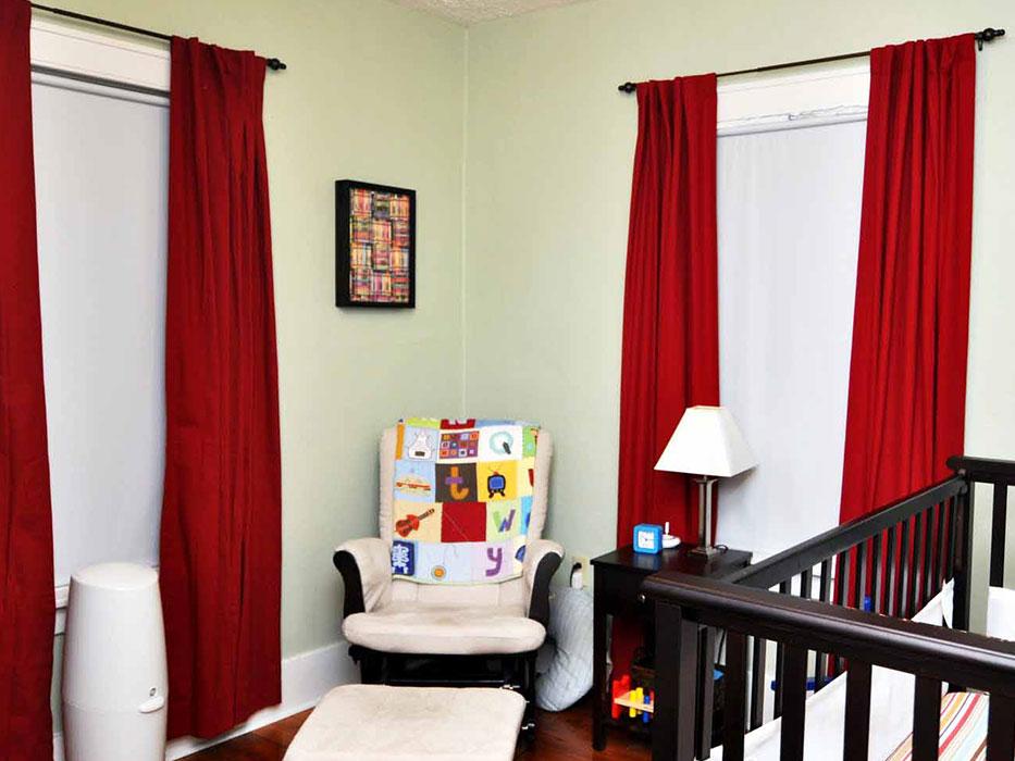 Красные простые шторы