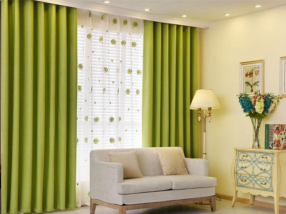 Простые зеленые шторы